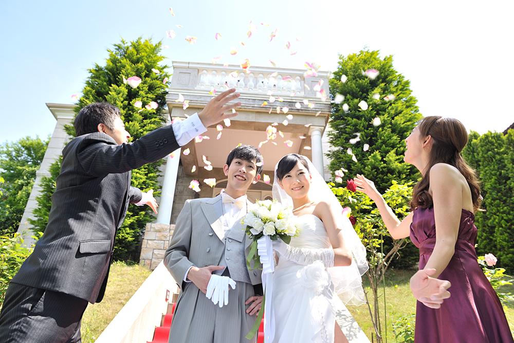 現代の「結婚環境」。なぜ、晩婚化?結婚できない、結婚しない時代になってしまった環境要因とは?