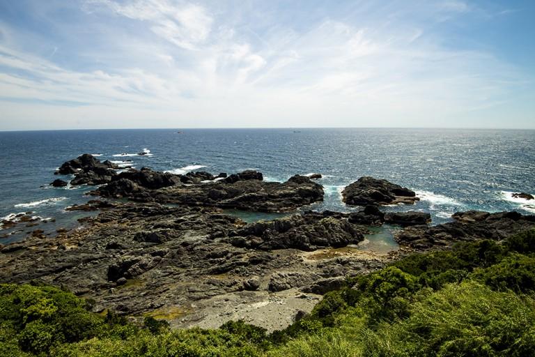 岩と岬の名所和歌山の絶景5選-橋杭岩、円月島、潮岬、海金剛、白崎海岸