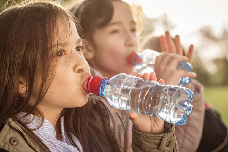 そのペットボトルはリサイクル不可?正しいペットボトルの捨て方