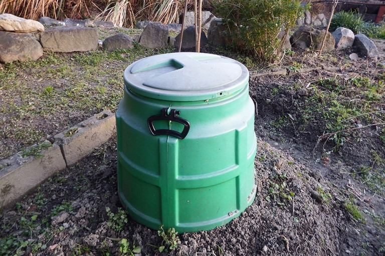 生ごみリサイクルができるコンポストの仕組みと豆知識